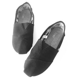 Toms Size 6 Classic Black Slip-on Sneakers Loafers